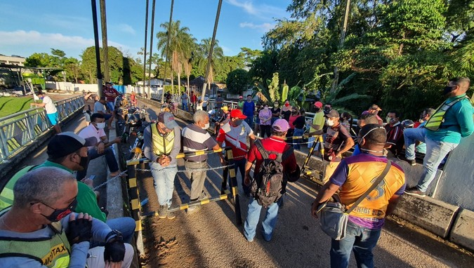 Brasileiros fecham fronteiras com Bolívia no Acre em protesto por serem impedidos de entrar no país vizinho