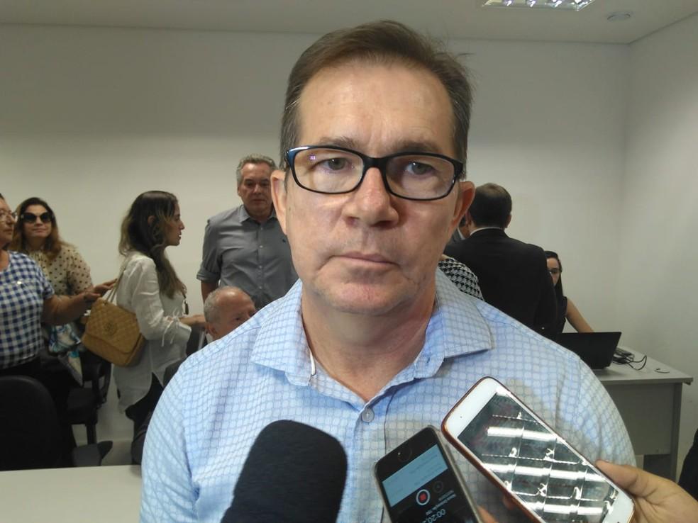 Presidente do Sindhospi fala sobre suspensão de atendimento (Foto: Thaís Guimarães/G1 PI)
