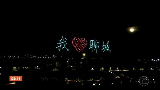 Espetáculo com 400 drones iluminam o céu de cidade no leste da China