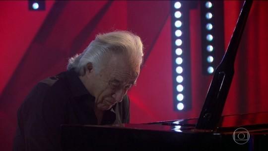 João Carlos Martins se despede do piano com apresentação no Fantástico
