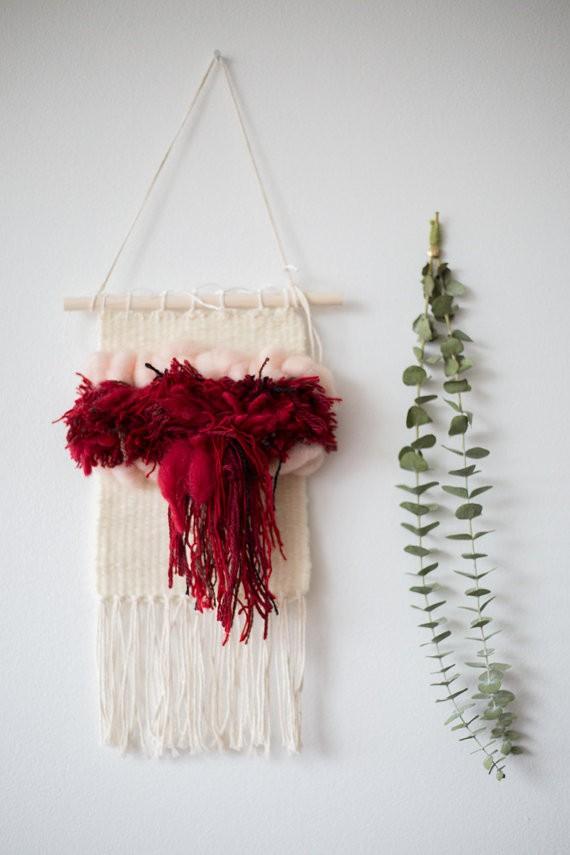 Tecelagem que representa o orgulho de menstruar (Foto: Reprodução/Instagram)