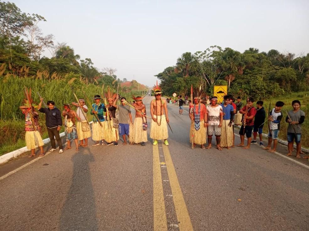 Contra marco temporal, indígenas voltam a protestar e fecham BR no interior do Acre — Foto: Arquivo pessoal