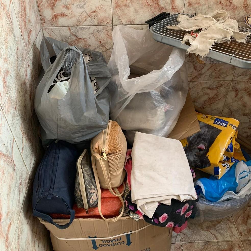 Pertences da empregada acumulados no quarto onde ela dormia — Foto: Reprodução/Arquivo Pessoal