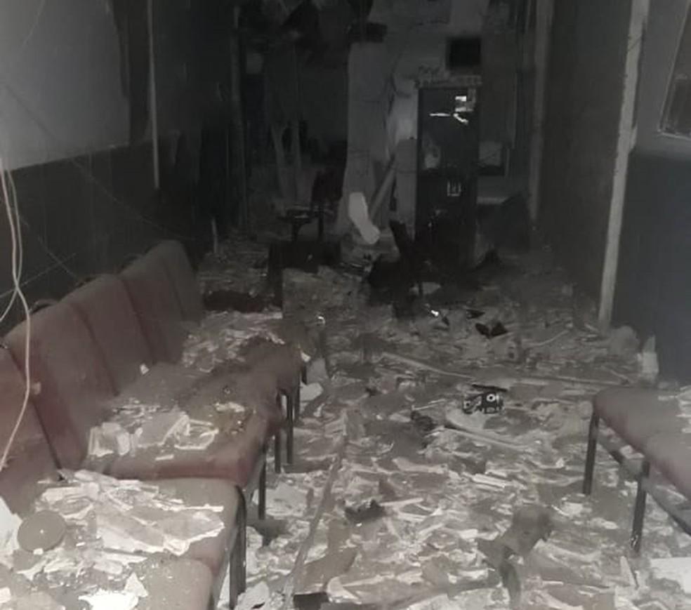 Criminosos explodiram caixa eletrônico em Tacaimbó — Foto: Polícia Militar/Divulgação