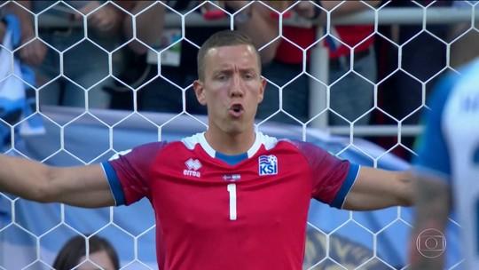 Goleiro cineasta da Islândia é vendido por clube dinamarquês a time do Azerbaijão