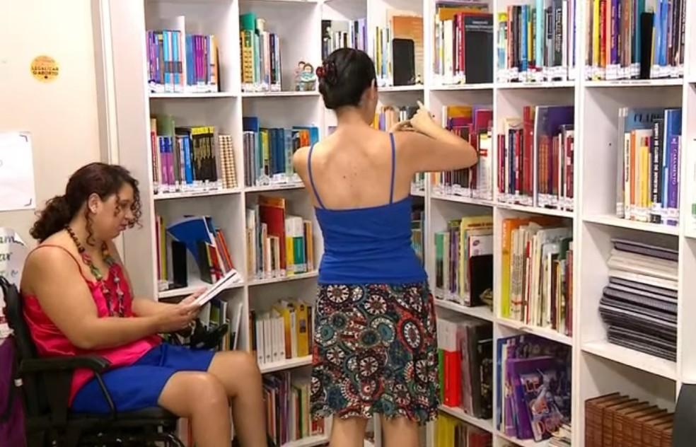 Espaço foca em arte e literatura para mulheres em Porto Alegre — Foto: Reprodução/RBS TV