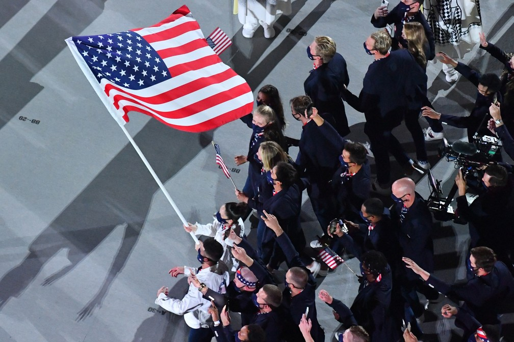 Parte da delegação americana participa da cerimônia de abertura dos Jogos Olímpicos de Tóquio, no Japão — Foto: Antonin Thuillier/AFP