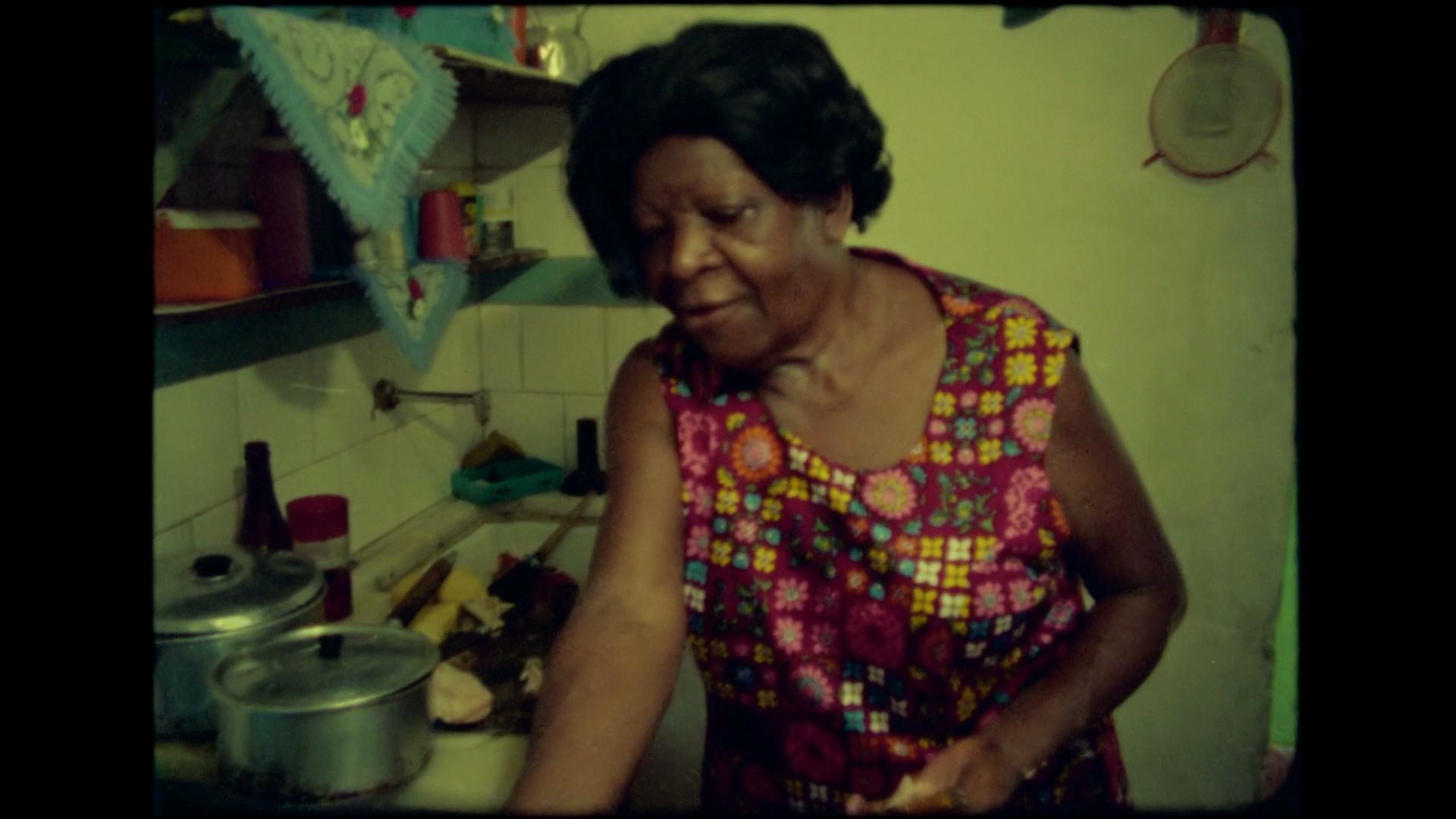 Clementina de Jesus em cena do documentário 'Clementina'