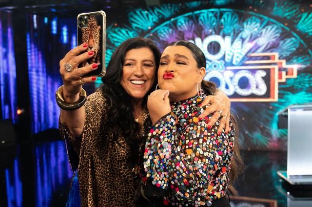 Regina Casé e Preta Gil nos bastidores do 'Show dos famosos' (Foto: Globo/Marcos Rosa)