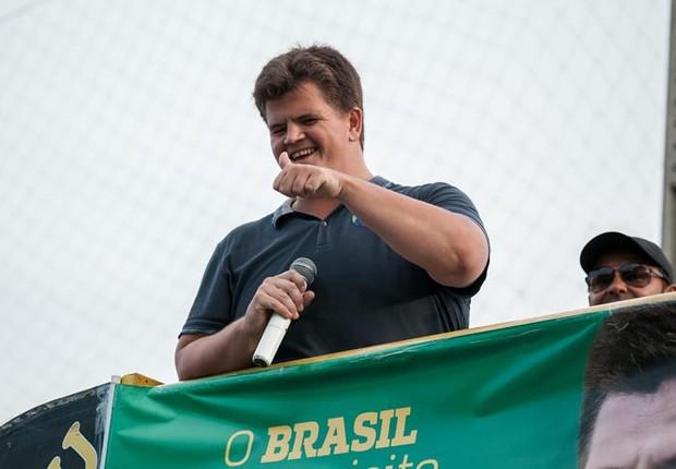 Felipe Rigoni (PSB), eleito deputado federal pelo Espírito Santo e primeiro deficiente visual a ocupar o posto na história do Brasil, vai compartilhar o comando de seu mandato com a população e especialistas  (Foto: Facebook)