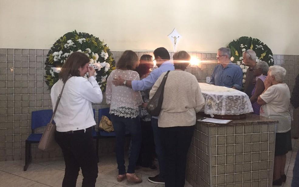 Familiares e amigos no velório do cantor Jerry Adriani (Foto: Bruno Albernaz / G1)