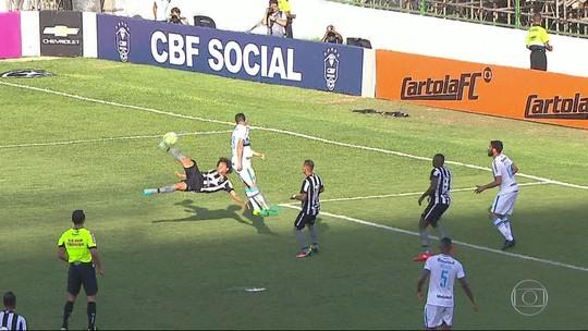 Camilo reencontra vítima do gol mais bonito da carreira e quer Chape aguerrida e inteligente