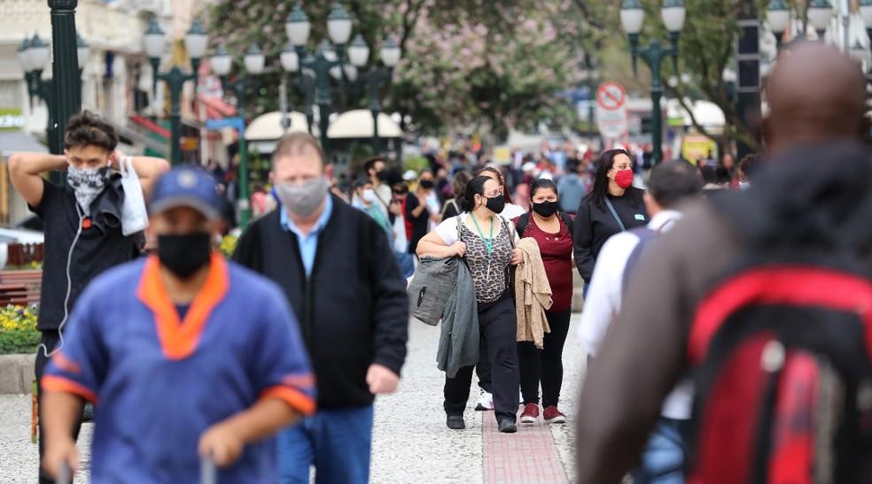 Na quinta-feira (20), Paraná chegou a 111.014 casos confirmados do novo coronavírus e 2.816 mortes causadas pela Covid-19, conforme dados da Sesa — Foto: Giuliano Gomes/PR PRESS