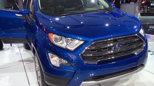 Flagra mostra Ford EcoSport reestilizado com motor 1.5 e estepe na traseira