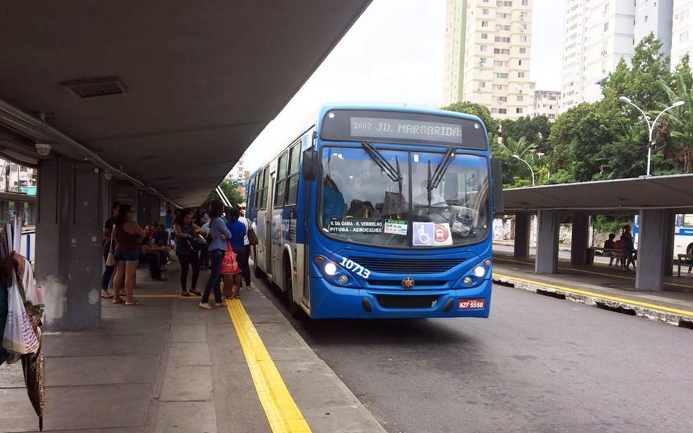 Ônibus circulam na Estação da Lapa (Foto: Juliana Almirante/G1)