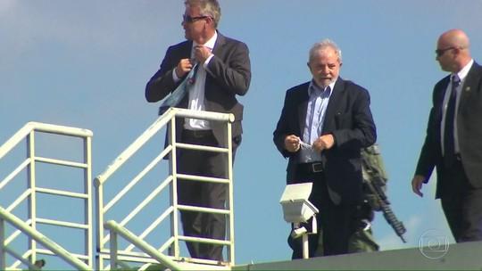 Liberado pela Justiça, Lula participa de velório do neto em SP e retorna ao PR