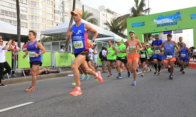 Atletas disputam a primeira Meia Maratona Nacional de Advocacia