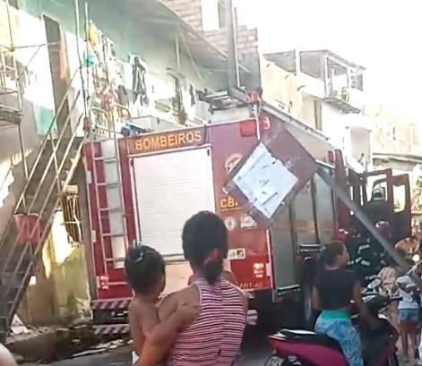 Quitinete pega fogo e três crianças são resgatadas no bairro do Barreiro, em Belém