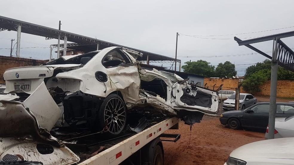 Polícia informou que havia pouca iluminação no local quando o carro capotou — Foto: J. Serafim/Divulgação