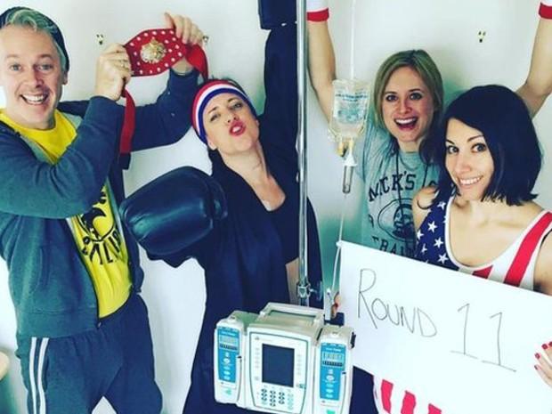 Na décima primeira sessão de quimioterapia, ela queria lembrar Rocky Balboa  (Foto: Instagram de Karen Walsh)