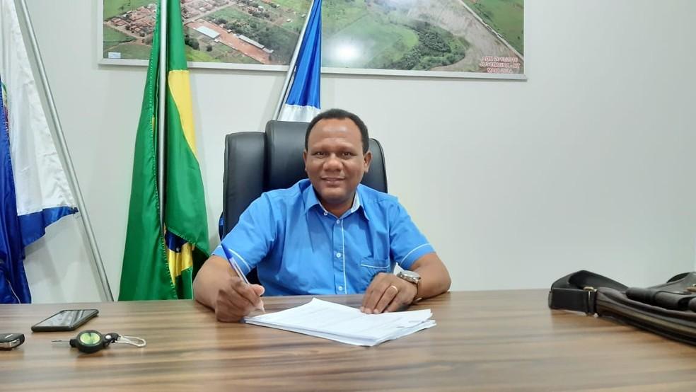 Moisés dos Santos, do DEM, foi reeleito em Juscimeira — Foto: Assessoria