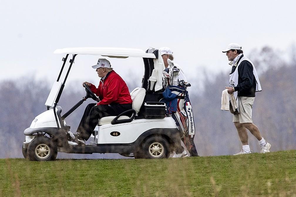 Trump vai jogar golfe durante cúpula virtual do G20. Sterling, Virginia — Foto:  Tasos Katopodis/Getty Images/AFP