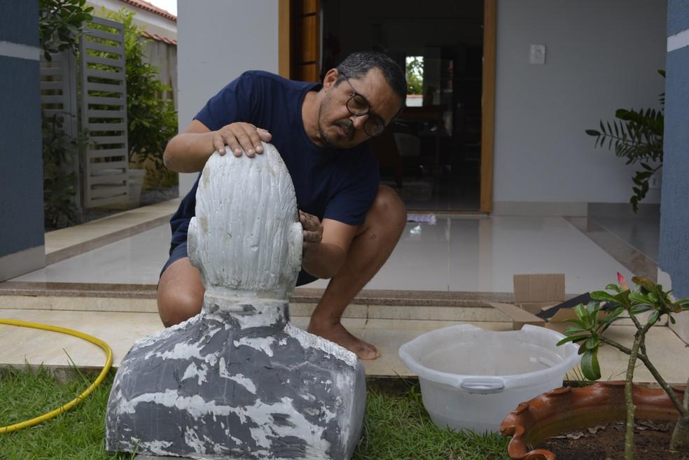 O próximo sonho do artista é fazer a escultura de um peixe de oito metros (Foto: Diêgo Holanda/G1)