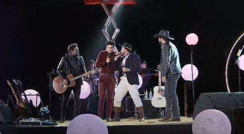 Com músicas gauchescas, cantor paranaense é destaque em live sertaneja