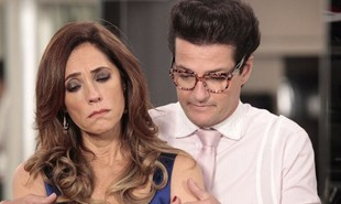Na segunda-feira (8), Tereza Cristina (Christiane Torloni) manda Crô (Marcelo Serrado) dispensar os empregados para receber Pereirinha (José Mayer) | TV Globo