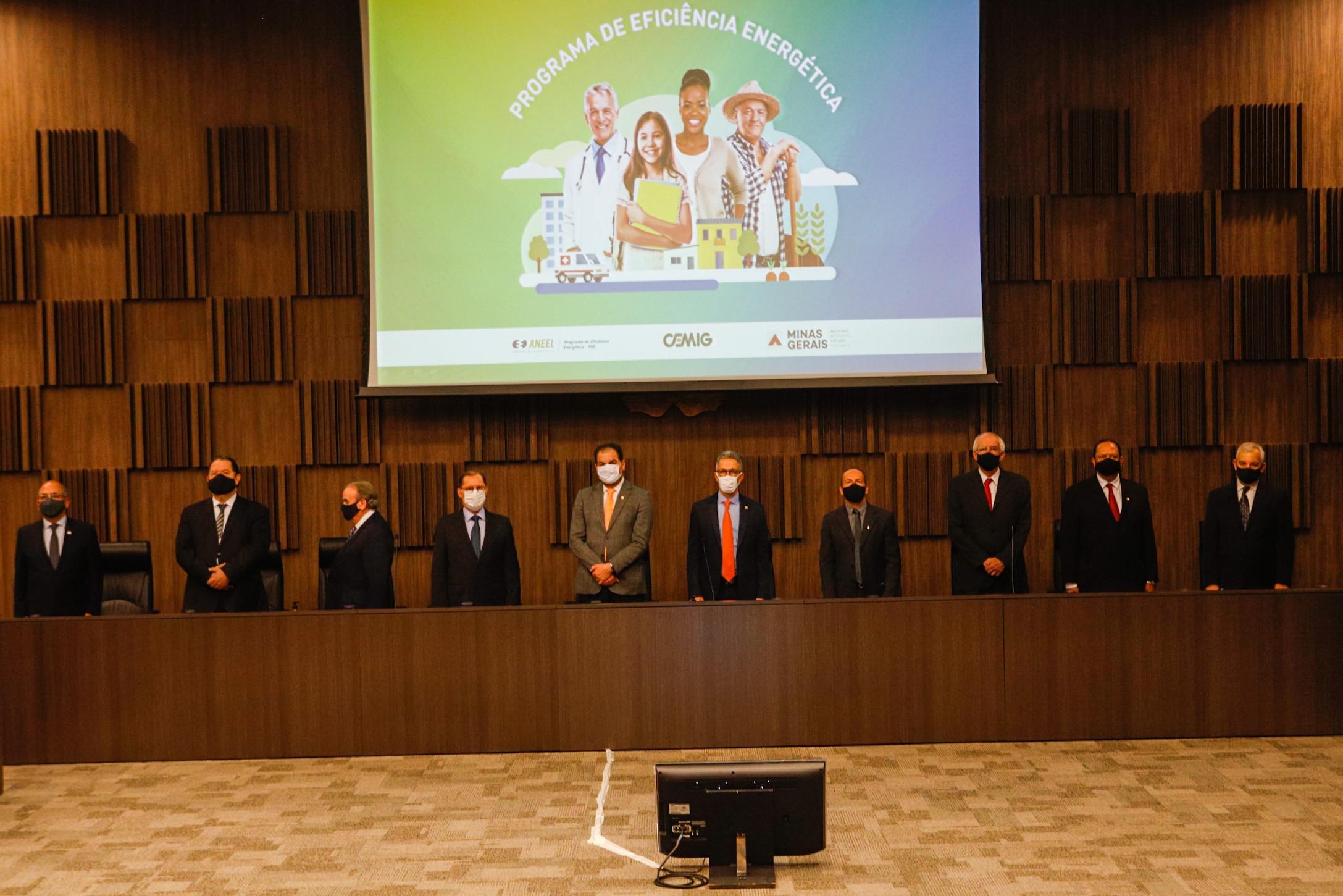 Zema participa de cerimônia de inauguração da usina fotovoltaica da Apac de São João del Rei