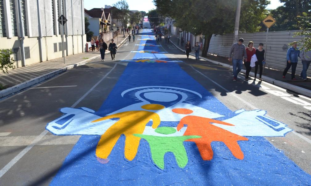 Ruas de Barra Bonita serão enfeitadas pelo 13º ano seguido para procissão de Corpus Christi (Foto: Divulgação)