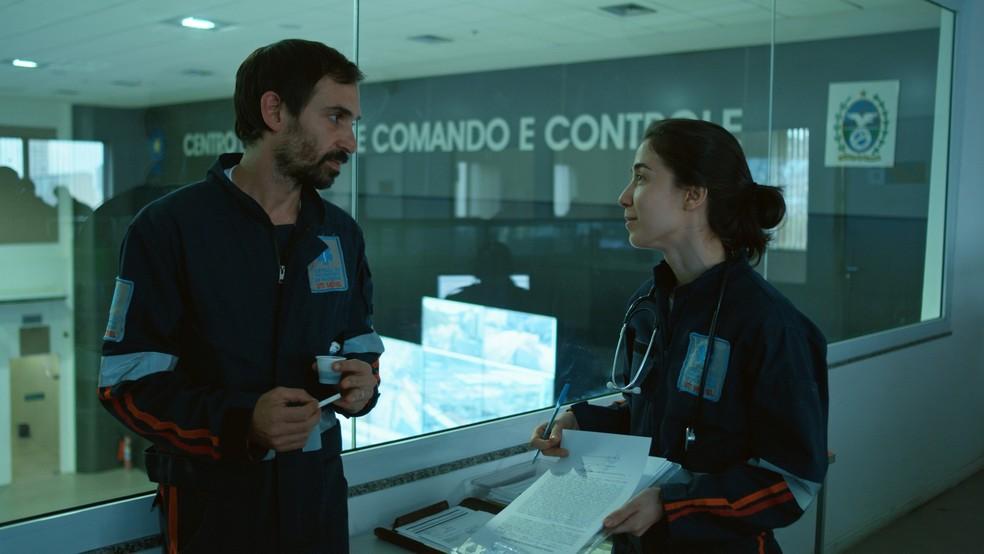 Evandro e Carolina encaram novos desafios na terceira temporada de 'Sob Pressão' — Foto: Crédito: Globo/Divulgação