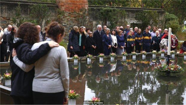 Após 35 pessoas serem mortas na Tasmânia, Austrália aprovou leis para reduzir a posse de armas (Foto: GETTY IMAGES/ROBERT CIANFLONE/BBC)