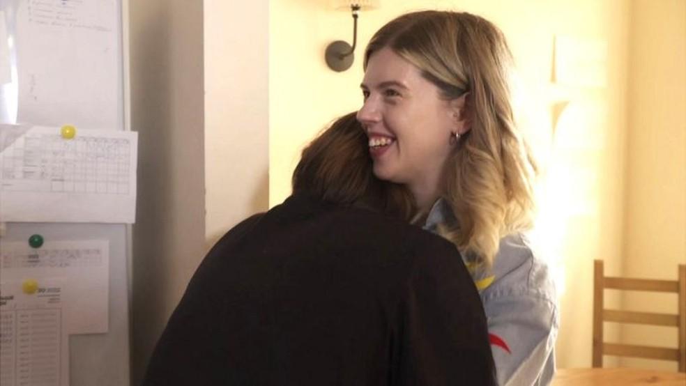 Nina e Arina se tornaram muito próximas — Foto: BBC