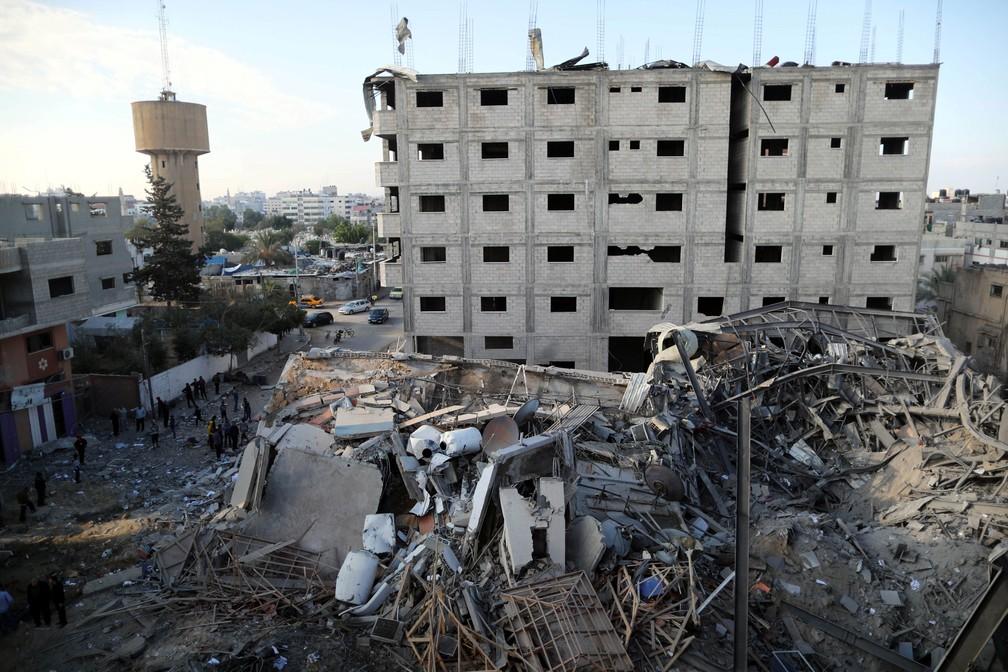 Imóvel da Al-Aqsa TV, na Faixa de Gaza, foi destruído em ataque aéreo israelense  — Foto: Suhaib Salem/ Reuters