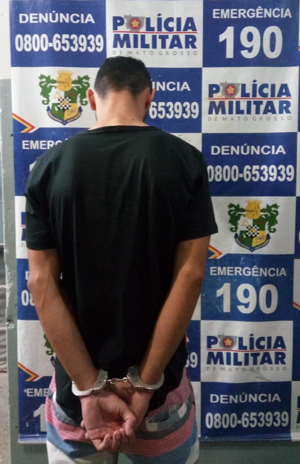 Suspeito foi preso depois de ser denunciado e fugir — Foto: Polícia Militar/Divulgação