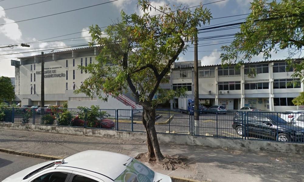 Faculdade de Ciências da Administração em Pernambuco fica na Zona Oeste do Recife (Foto: Reprodução/Google Street View)