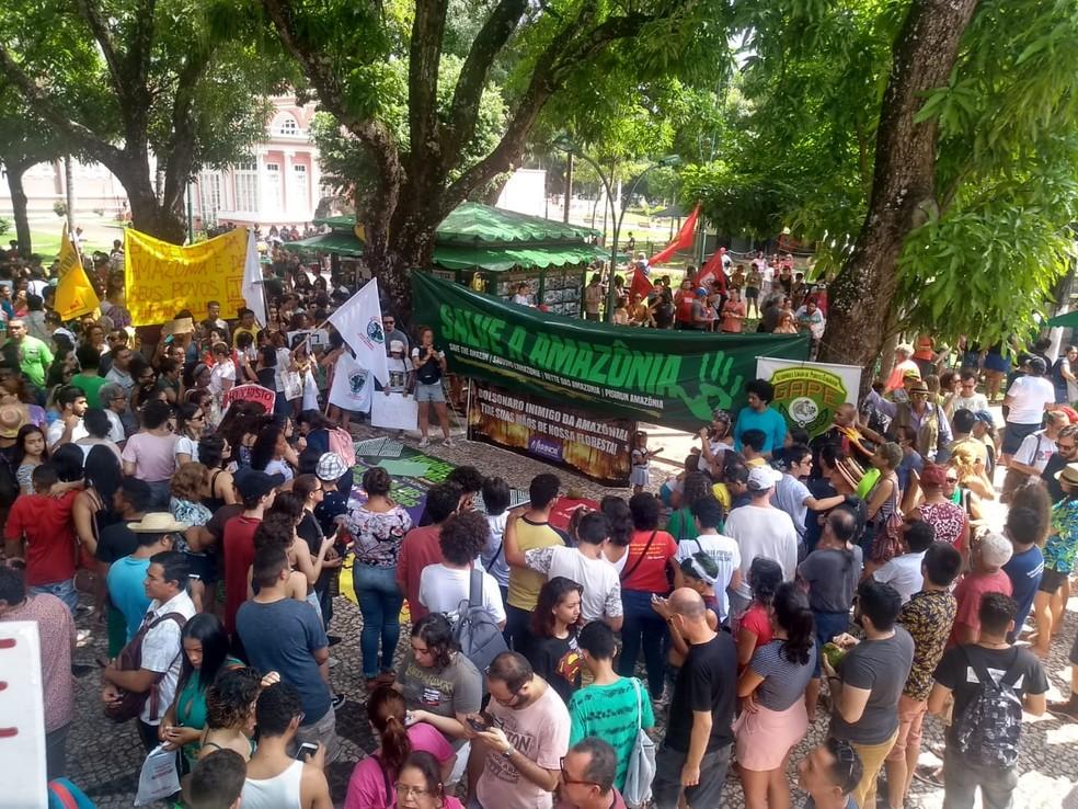 Manifestantes concentração na praça da República durante a manhã deste sábado, 24 — Foto: Arquivo Pessoal/Murilo Vale