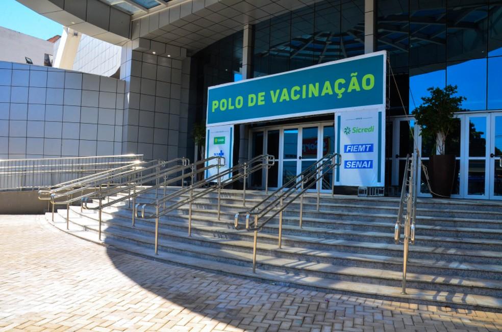 Vacinação dos professores começa no polo do Senai em Cuiabá — Foto: Davi Valle