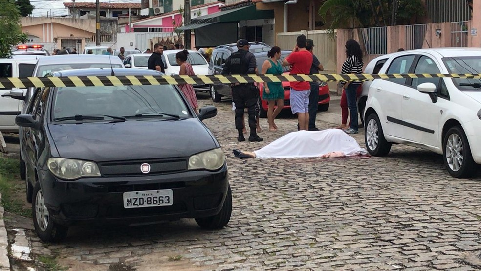 Homem foi morto em tentativa de assalto no bairro Candelária, em Natal (Foto: Ítalo Di Lucena/Inter TV Cabugi)