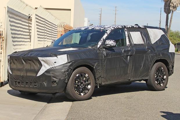 Nova geração do Jeep Grand Cherokee começou testes de rua (Foto: AutoMedia/Autoesporte)