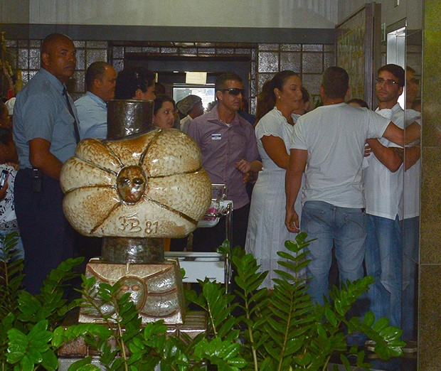 Ivete Sangalo deixa hospital Foto AgNews