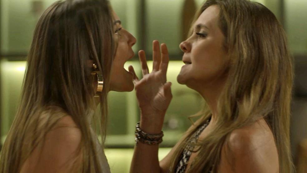 A perua ameaça contar que a cafetina matou Remy — Foto: TV Globo