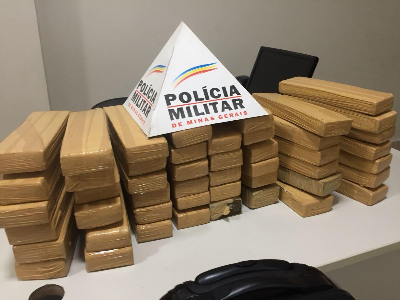 Casal é preso com 50 kg de maconha dentro de malas de viagem em Ipatinga