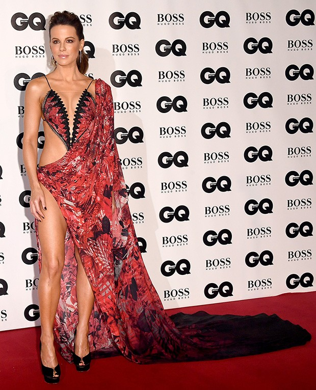 Kate Beckinsale no tapete vermelho do GQ Men of The Year Awards (Foto: Getty Images)
