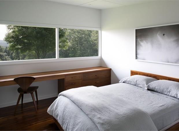 As janelas dos quartos foram instaladas na altura da copa das árvores (Foto: Reprodução Domus )