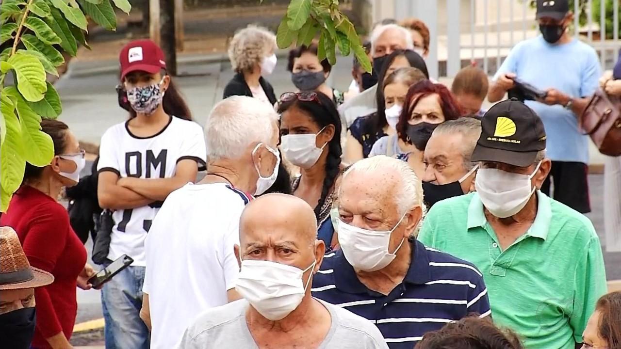 Cidades da região suspendem temporariamente vacinação de idosos a partir de 77 anos