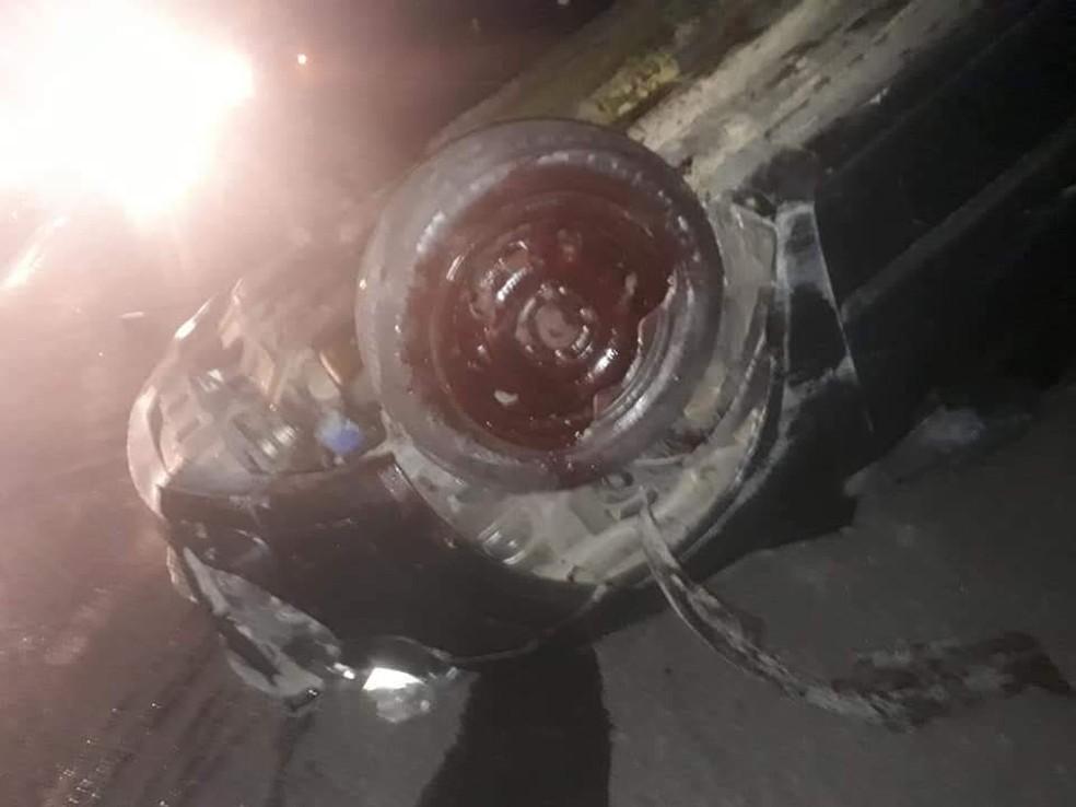 Dois veículos capotaram após o acidente — Foto: Marília Urgente