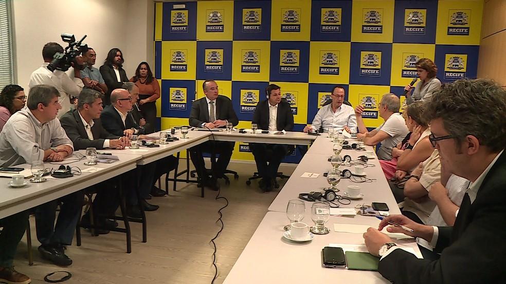 Reunião para discutir aplicação do investimento da Fundação Bernard Van Leer ocorreu na Prefeitura do Recife nesta quinta-feira (1º) (Foto: Reprodução/TV Globo)
