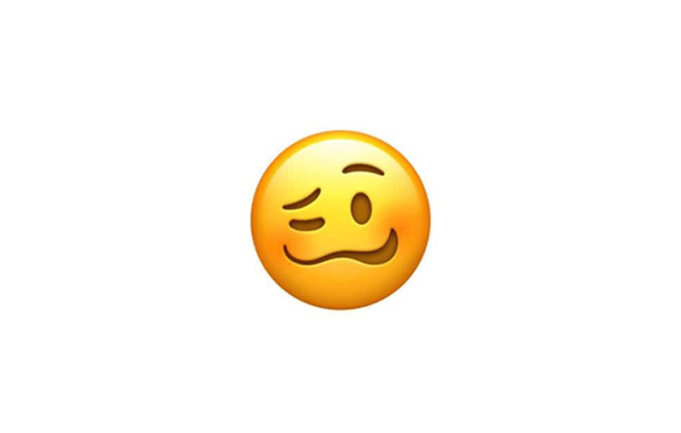 Definição de uma carinha cansada ou sentimental não convenceu alguns usuários, que interpretaram o emoji à sua maneira — Foto: Reprodução/Emojipedia